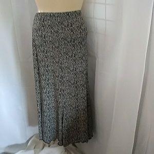 Black & white zig zag print skirt